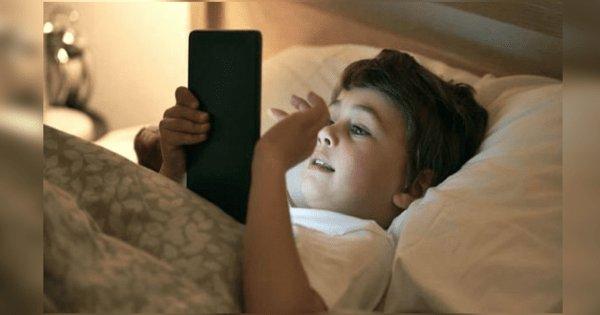 calmas-a-tus-hijos-con-un-celular-o-tablet-min