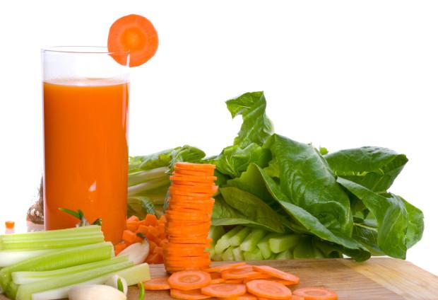 mimar-el-higado-jugo-de-zanahoria-pepino-y-apio-